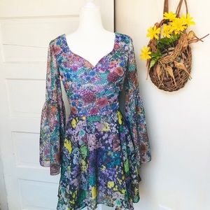 1960-70's Vintage Floral Boho Bell Sleeve Dress M